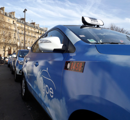Les premiers taxis électriques à hydrogène. Photo: PHB/Coopetic